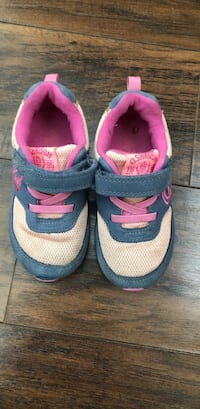toddler's pair of gray and pink sneakers Farmington Hills, 48336