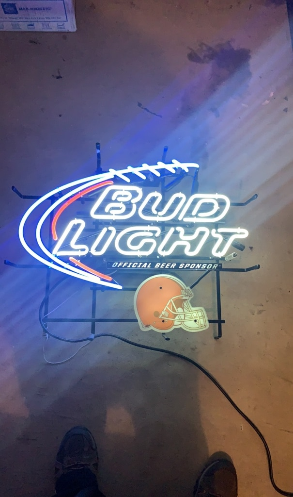 Photo Cleveland Browns Bud Light neon beer bar sign