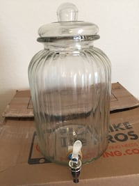 Glass water dispenser with spout