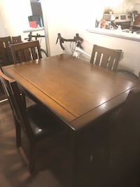 Dining table set 538 km