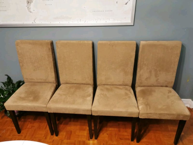 4 chairs & 1 table dinning set..VERY GOOD condition 603357e7-3d9c-448a-95a6-0932e5ef61cc