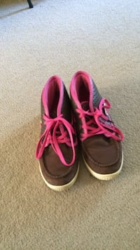 pair of black-and-pink high-top sneakers Olympia, 98506