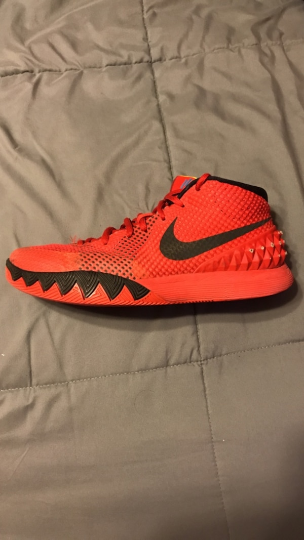 b851aab55dcee Used Unpaired red and black Nike low top sneaker for sale in Haddon ...