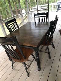 Wooden Table & Chairs Kennesaw, 30152