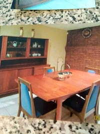 dining set in excellent condition..teak wood