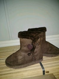 pair of brown sheepskin boots Stafford, 22554