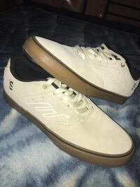 White Emerica Reynolds shoes size 7 3529 km