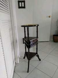 Beautiful vintage side table with two small drawer 721 mi