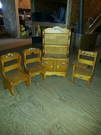 Minature cabinet and chairs Red Lion, 17356