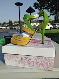 pair of yellow-and-black wedge sandals Vallejo, 94591