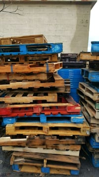Assorted wooden pallets Syracuse, 13210