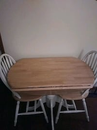 $85 drop leaf table and 2 chairs Jonesboro, 30238