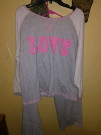 gray and pink scoop-neck long-sleeved shirt Maryville, 37801