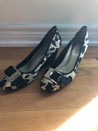 pair of black-and-white leather pumps Mississauga, L4Z 3V2