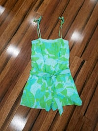 Lilly Pulitzer romper size 2. Side zipper, pockets