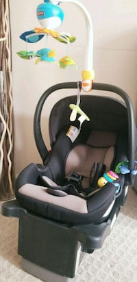 baby's black and gray car seat carrier Arlington, 22201