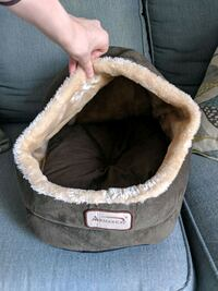 Pet bed with a hood  Germantown, 20874