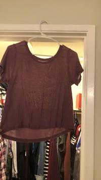 Maroon scoop-neck shirt small  Clovis, 93612