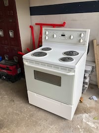 White 4-Stove /oven Vaughan, L6A 2N9