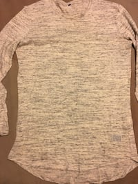 Gray and white scoop-neck long-sleeved shirt Brampton, L6W 1M4