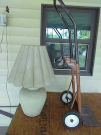 A nice beige lamp with a dolly to carry anything f Laredo, 78043
