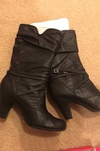 Woman's size 9.5 leather boots Charlton, 01507