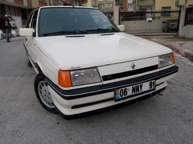 1990 Renault 11 139d9117-7c96-4164-9aee-9dbe86a0d7c2