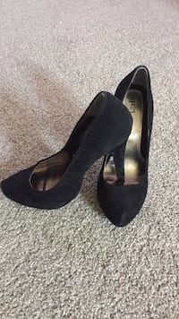 Black pumps brand new worn once sz 6 Vernon, V1T