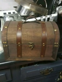 brown wooden chest box with hooks Grimsby, L3M 1M7