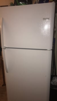 LIKE NEW Fridgidaire with ice maker installed Oxnard, 93033