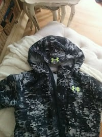 Under Armour Ski/Winter Jacket Medium size