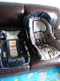 ChICco car seat comes with a base.  Gatineau, J8Z 1T9