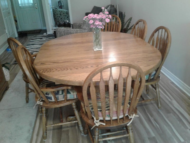 Solid oak table set. It has 8 chairs and 2 leafs with it.  312ed36f-538e-4608-b8ee-8484ac29d06e