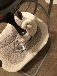 baby's white and gray swing chair Las Vegas, 89118