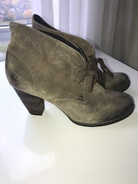 Woman's ankle boots. Indigo by Clark's brand. Size 10 Toronto, M9C 0A9