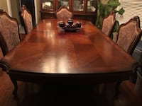 Rectangular Brown Wooden Table w/ 6 Chairs Dining Set Newmarket, L3X 2Y3