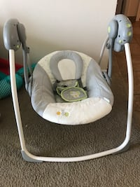 baby's gray and white swing chair El Paso, 79938