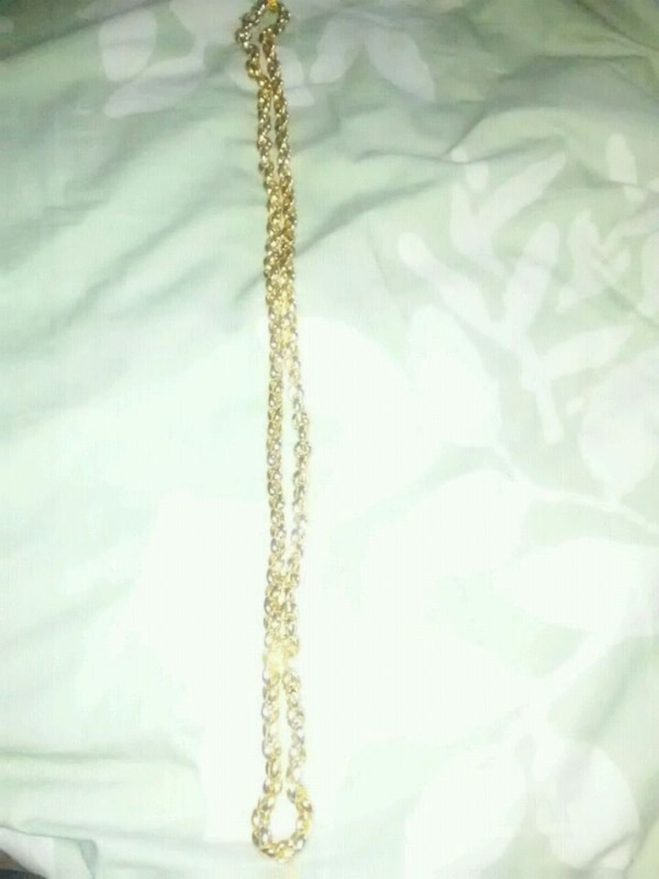 gold chain necklace with pendant