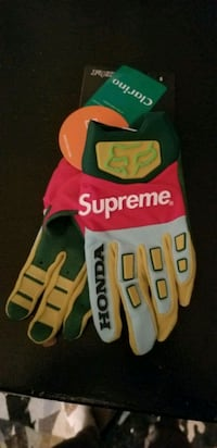 Supreme Honda Fox FW19 Authentic gloves size Small Toronto, M1B 2J6