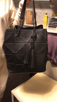 black leather 2-way bag 温哥华, V6B 0R3