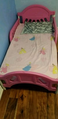 Pink gril bed with mattress  Newmarket, L3X 1P7