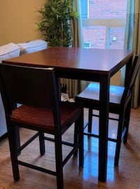Kitchen table with 4 chairs Orangeville, L9W 4Z1