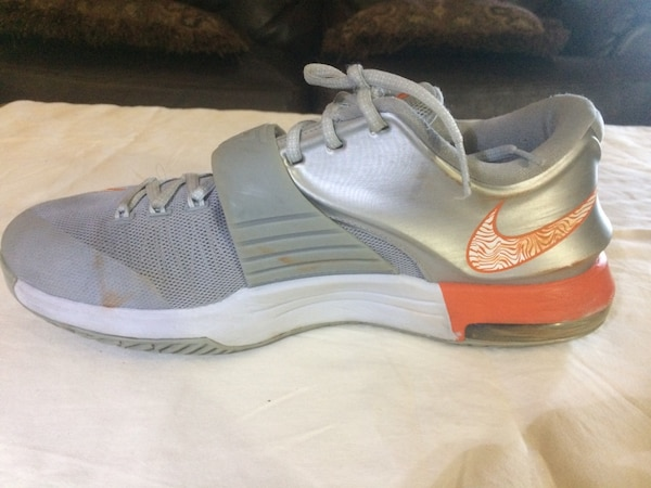 97a3c6c01582 Used Pair of white-and-gray Kevin Durant basketball shoes for sale ...