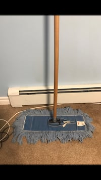 """Rubbermaid 18"""" Dustmop. Only used a few times. Excellent cond."""