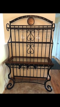 Bakers rack with wine rack South Toms River, 08757
