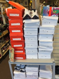 CASES of NEW SNEAKERS & SHOES FOR SALE estuches de zapatillas y zapatos nuevos Bay Shore, NY, USA