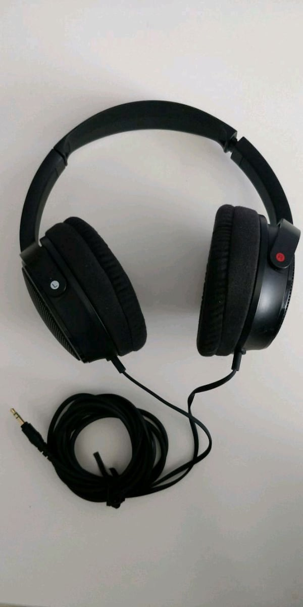 Sony headphones  8c9a9ad8-7fe3-4156-9801-34bb16c0aacc