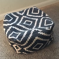 Living Spaces Pouf/Ottoman