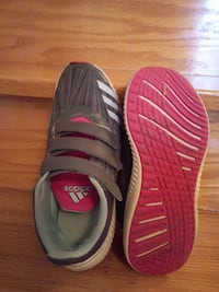 Girl's Adidas runners size 2 Vaughan, L4L 5G8