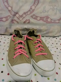 pair of gray-and-pink low top sneakers Carriere, 39426